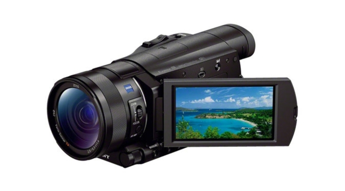 Handycam berukuran ringkas buatan Sony ini mampu merekam dalam format 4K