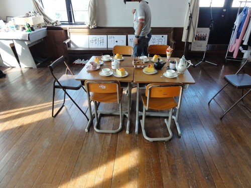 800px-Toyosato_Elementary_School_Conference_Room_20110731-500x375