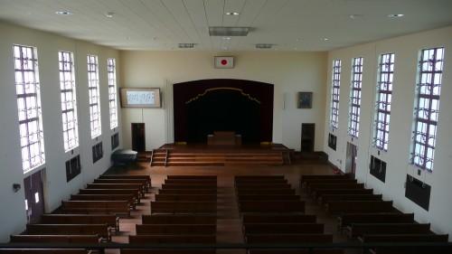 Toyosato_Elementary_School_Auditorium_01-500x281